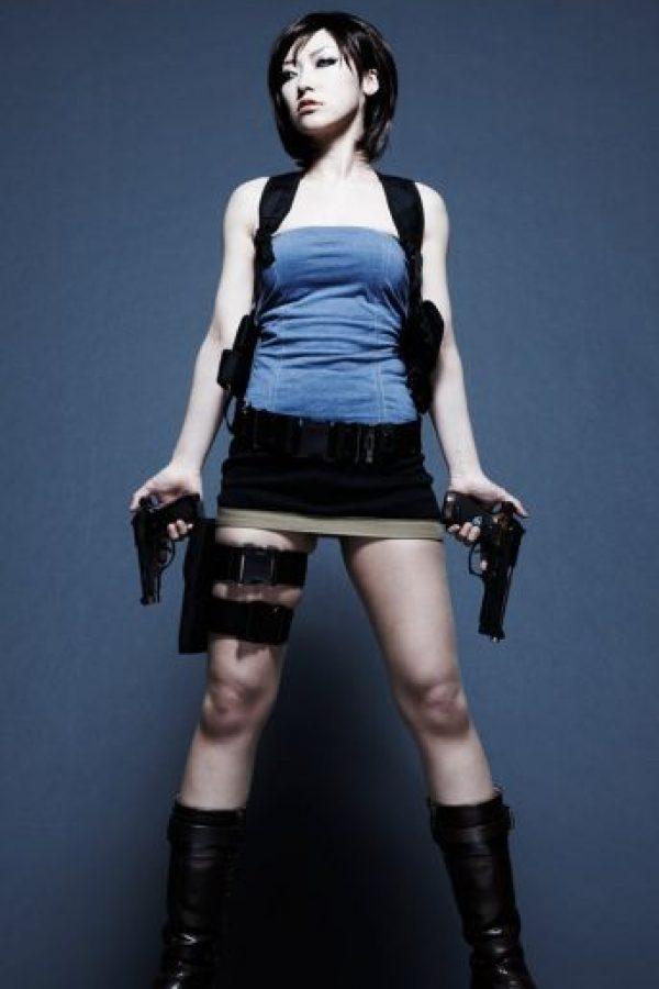 Además de bella, es diestra en el manejo de varias armas, así como una experta en el arte de abrir cerraduras y en la desactivación de explosivos Foto:Wikia