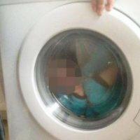 """Ella mencionó que su pequeño """"ama la lavadora"""" y que sólo estaban jugando. Foto:Vïa Facebook/Courtney Stewart"""
