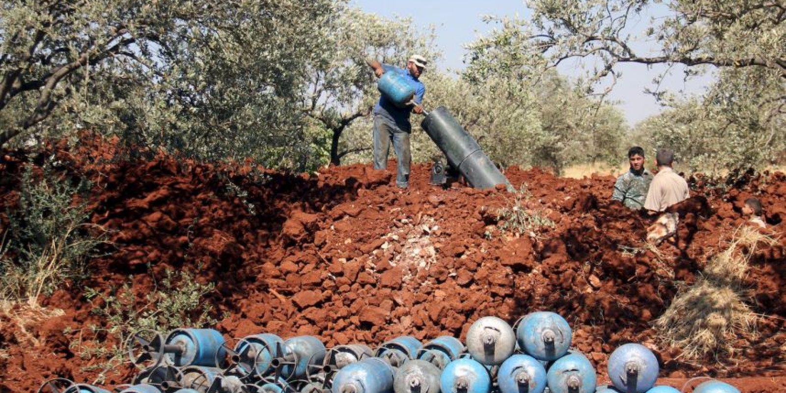 Combatientes rebeldes en Siria con morteros de fabricación casera. Foto:AFP