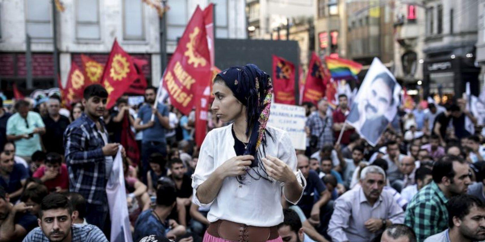 Manifestantes contra bombardeos en Siria. Foto:AFP