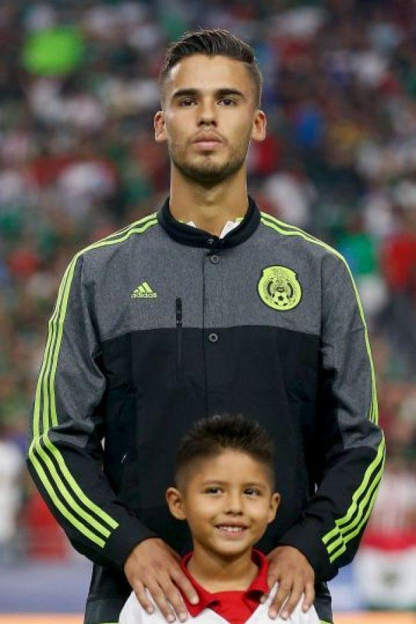 El defensa mexicano llegó a la Real Sociedad en calidad de préstamo. Foto:Getty Images