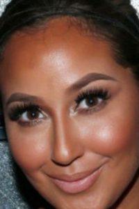Toro recomienda el strobing, técnica que ha reemplazado poco a poco la impuesta por Kim Kardashian. Se usan productos más ligeros. La idea es dejar la piel natural y sana, con énfasis en la luz y no en los rasgos. Foto:vía Getty Images