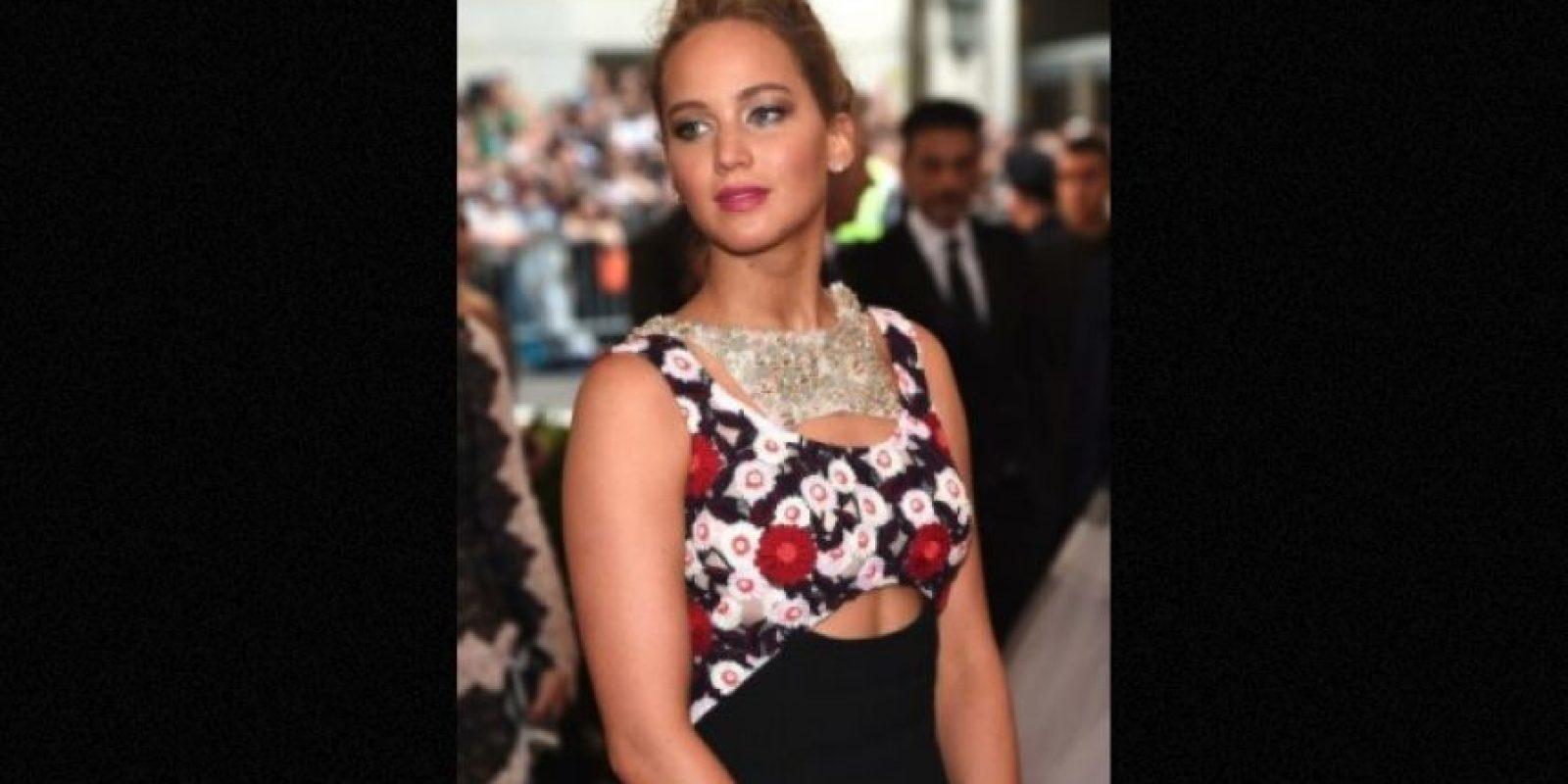 En 2013, luego de caer en el escenario de los premios Oscar, la actriz fue captada en Hawai mientras bebía vino y fumaba un cigarro de marihuana. Foto:Getty Images