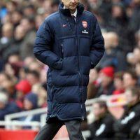 ¡No era Mourinho! Era Arsene Wegner y su ya característico abrigo. Foto:Getty Images