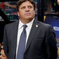 En el Aeropuerto de Filadelfia, Herrera retó a golpes a Martinoli Foto:Getty Images