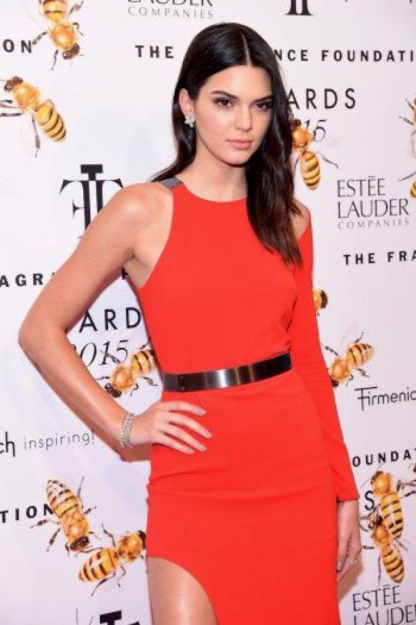 A Lewis se le relacionó con Kendall Jenner, hermana de las Kardashian. Foto:Getty Images