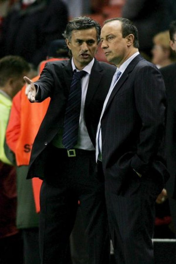 Una declaración de la esposa de Rafa Benítez encendió la polémica entre su esposo y José Mourinho. Foto:Getty Images