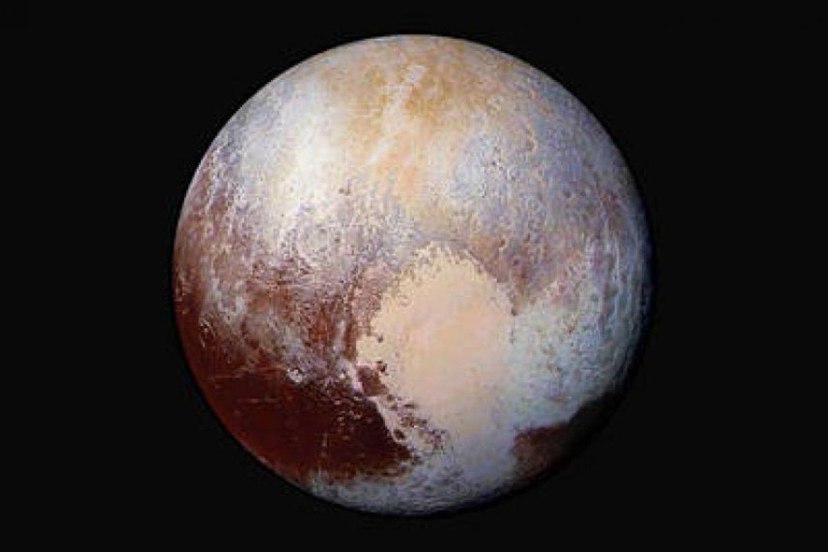 Así luce Plutón ya con la definición de su zona de glaciares y montañas Foto:NASA.gov
