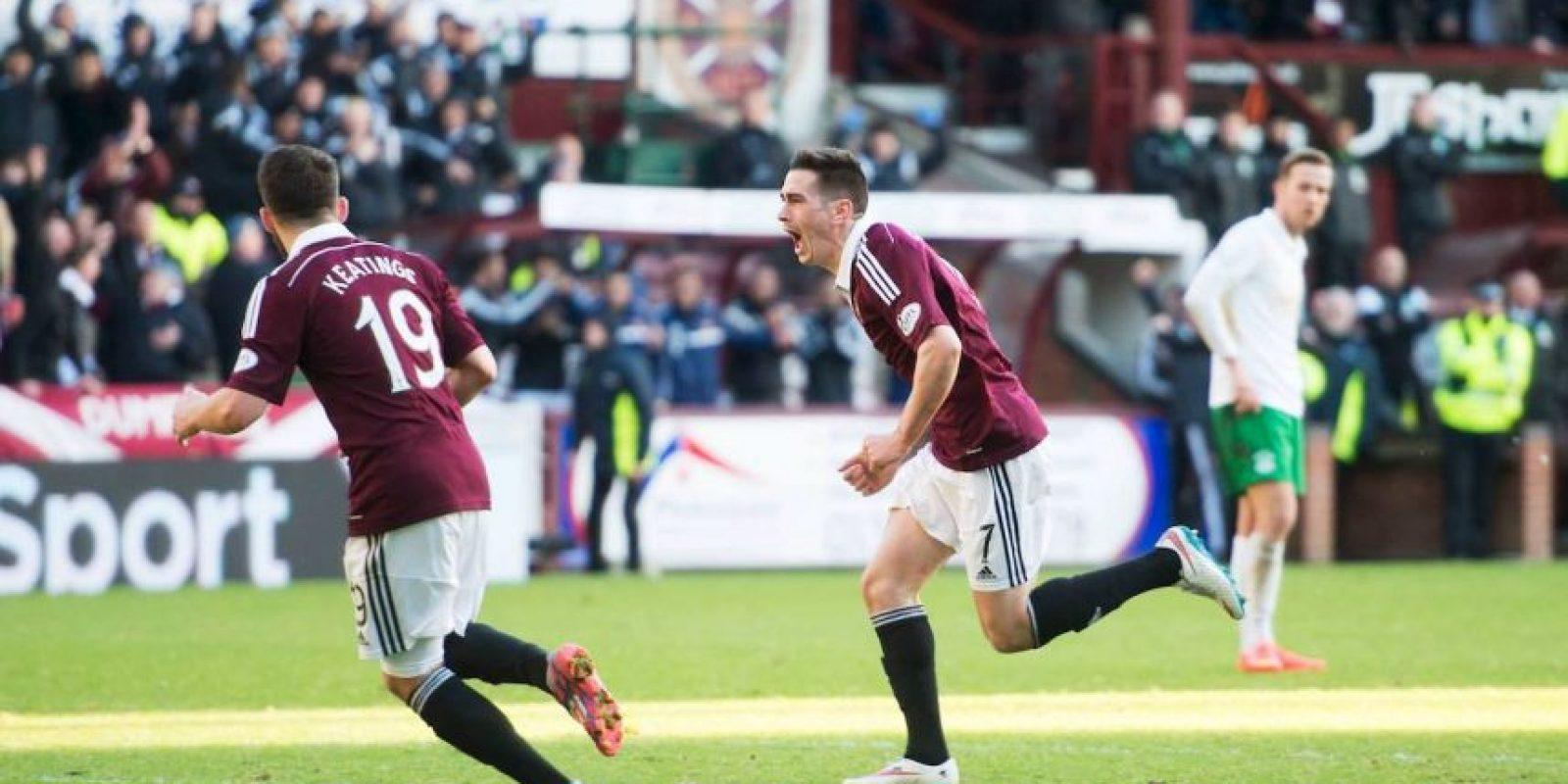 Juega en la Liga Premier de su país (equivalente a la Primera División). Foto:Vía facebook.com/OfficialHeartofMidlothianFC