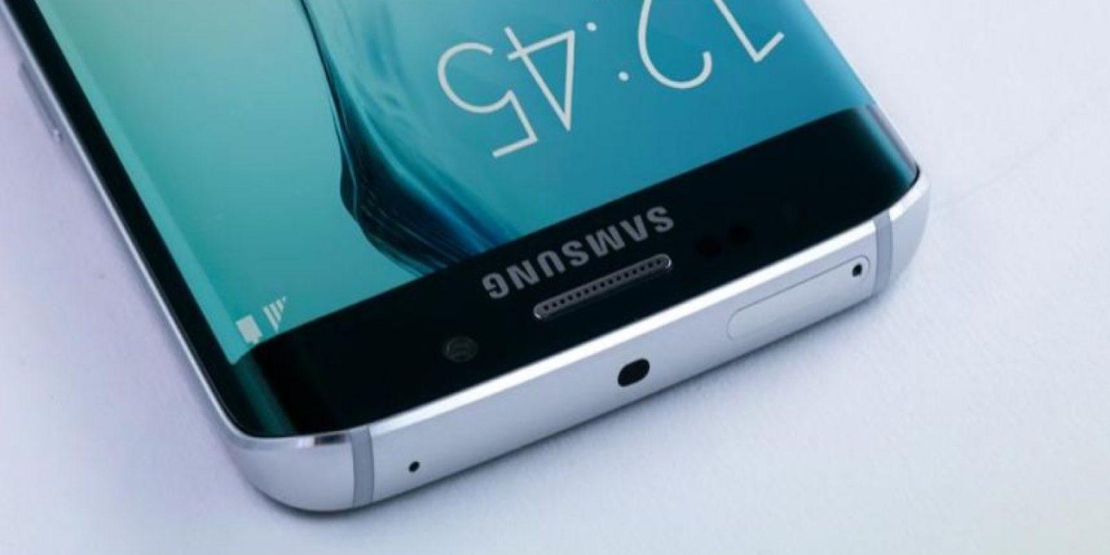 La altura, anchura y profundidad son diversas. Samsung Galaxy S6 mide 143.4*70.5*6.8 mm, mientras que el Samsung Galaxy S6 Edge mide 142.1*70.1*7.0 mm. Foto:Samsung