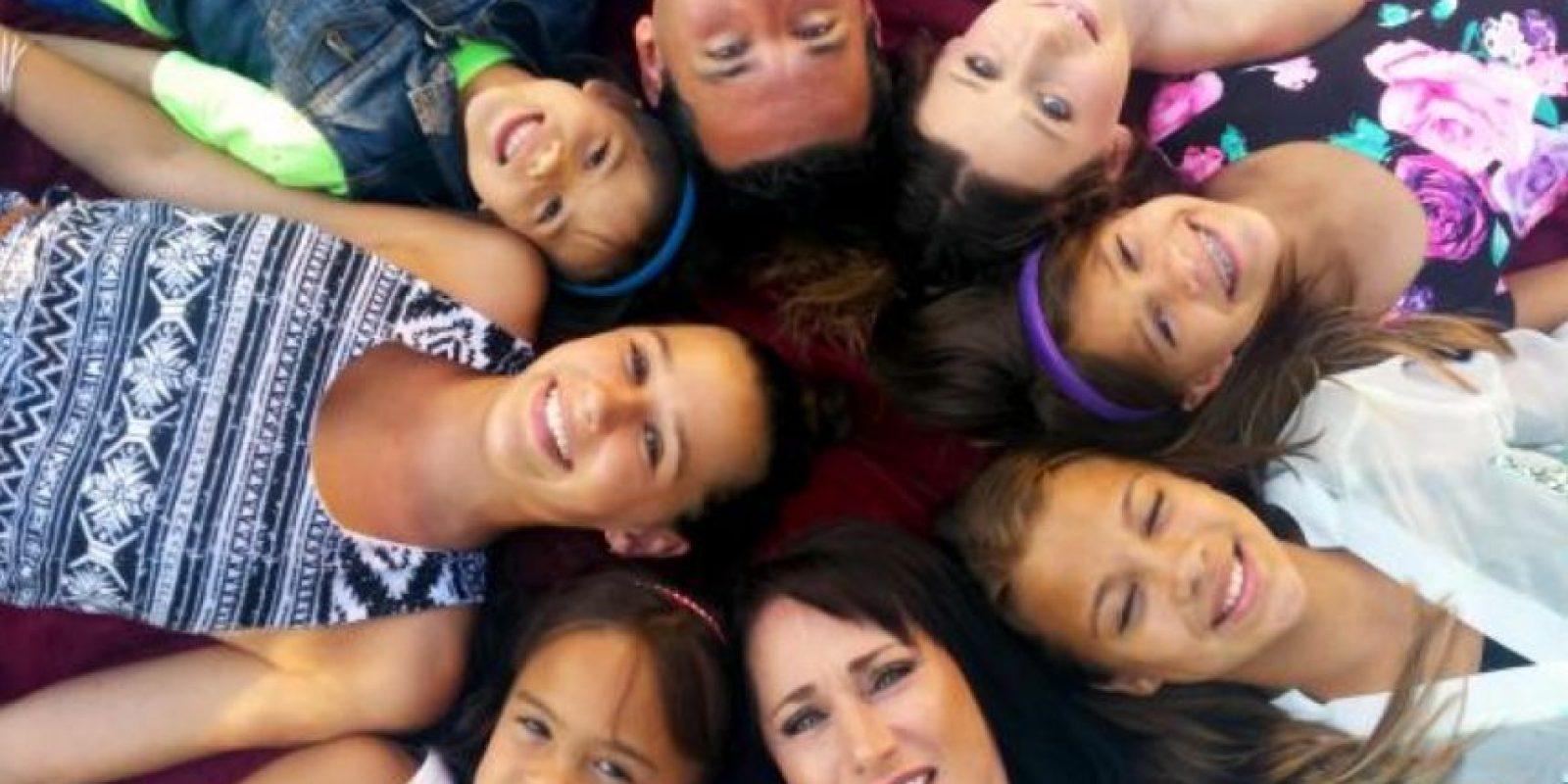 Así luce la actual familia de 8 integrantes. Foto:Vía youcaring.com