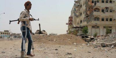 Combatiente en Yemen que apoya al exiliado presidente Abedrabbo Mansour Hadi. Foto:AFP