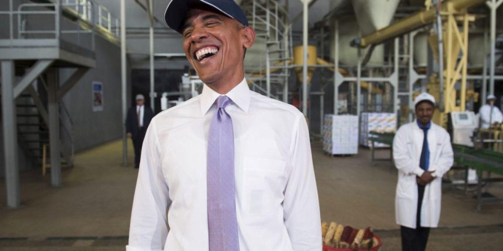 Barack Obama en una fábrica de comida en Etiopía. Foto:AFP