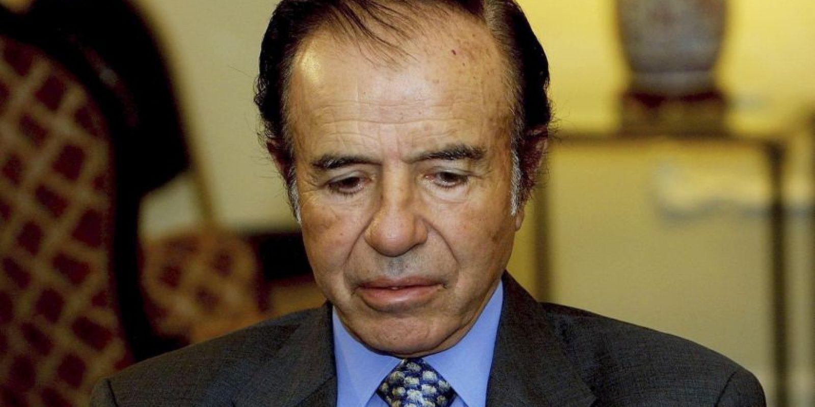 Sucedió en el poder a Raúl Alfonsín. Fue la primera sucesión presidencial desde 1928 y la primera de dos presidentes de diferentes partidos desde 1916 Foto:Getty Images