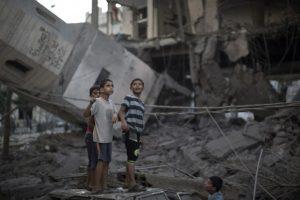 Los ataques dañaron al menos 244 escuelas, de las cuales 25 fueron totalmente destruidas. Foto:AFP