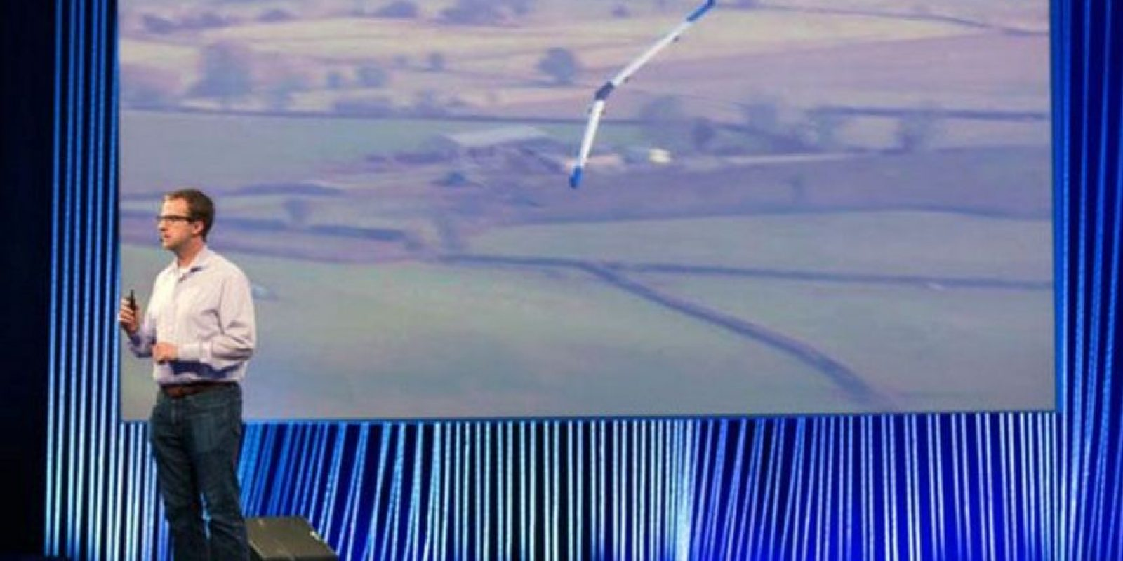 En el segundo día de la conferencia especial de Facebook F8 celebrada este año, la compañía anunció el avance en el proyecto de un dron que llevaría el Internet a todo el mundo Foto:Facebook