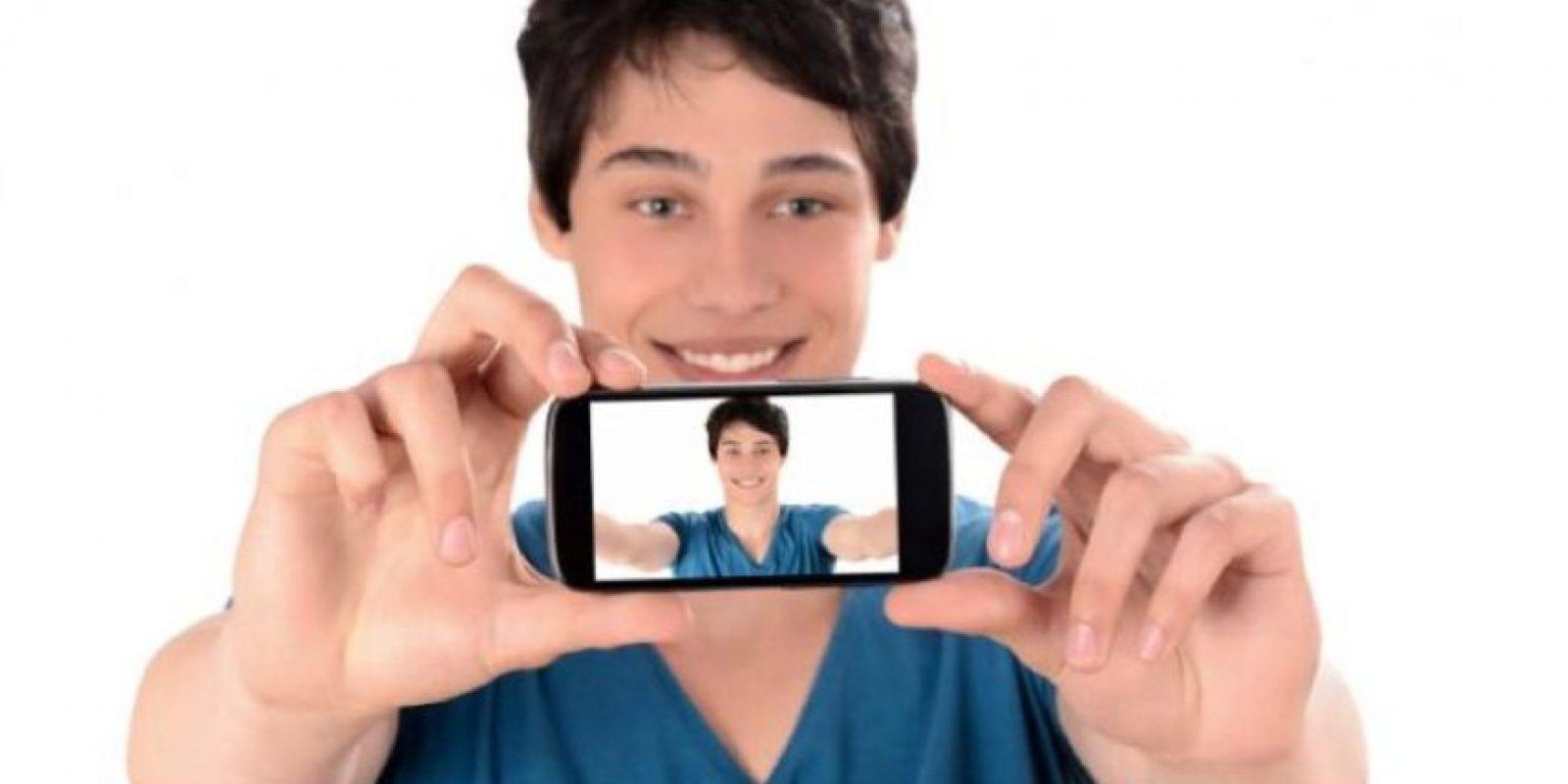 Los resultados de la investigación sorprenden, puesto que en la actualidad pasamos tanto tiempo viendo nuestros propios rostros que nos olvidamos, objetivamente, lo que realmente parecemos e incluso llegamos al punto de odiar algunas de nuestras autofotos más precisas. Foto:Tumblr