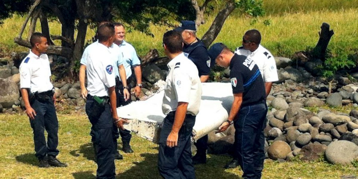 Residente de la isla Reunión quemó otros restos de avión que encontró