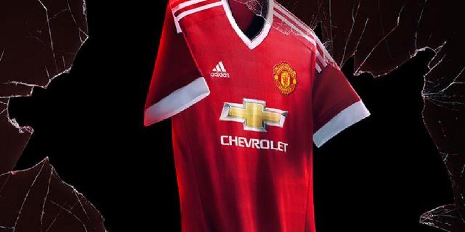 Manchester United presentó su nuevo uniforme para la campaña 2015/2016. Foto:Vía facebook.com/manchesterunited