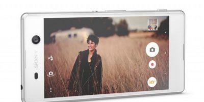 Cámara de 21.5 megapíxeles (frontal de 13 megapíxeles y enfoque automático), video en formato 4K, memoria predeterminada de 16GB y disponible en los colores blanco, negro y dorado Foto:Sony