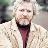 Tiene 56 años y ofrece show de comedia en diversos escenarios de California Foto:bigpopfun.com
