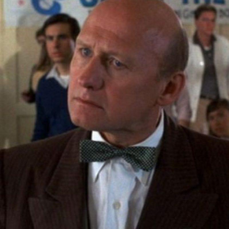 """Interpretó al director """"Strickland"""", un hombre calvo con cierto odio por la familia """"McFly"""". Foto:IMDB"""
