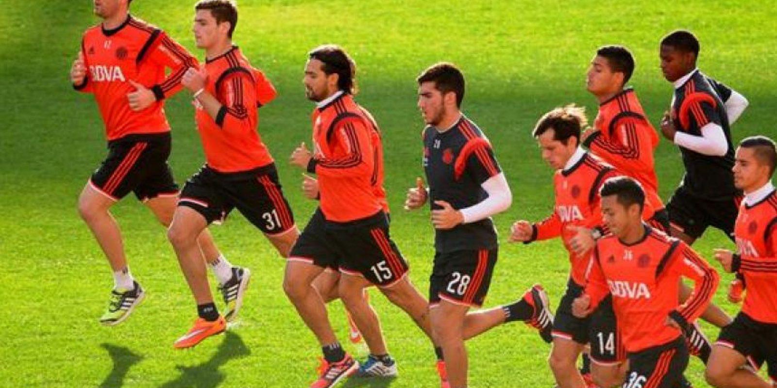 2. Saben lo que es levantar la Libertadores Foto:Vía twitter.com/CARPoficial