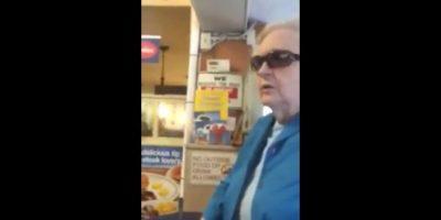 VIDEO: Anciana agrede a madre latina por hablar español en restaurante
