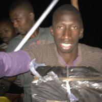 Las imágenes muestran el supuesto trayecto de un hombre africano hasta las costas de España. Foto:Vía Instagram.com/abdoudiouf1993