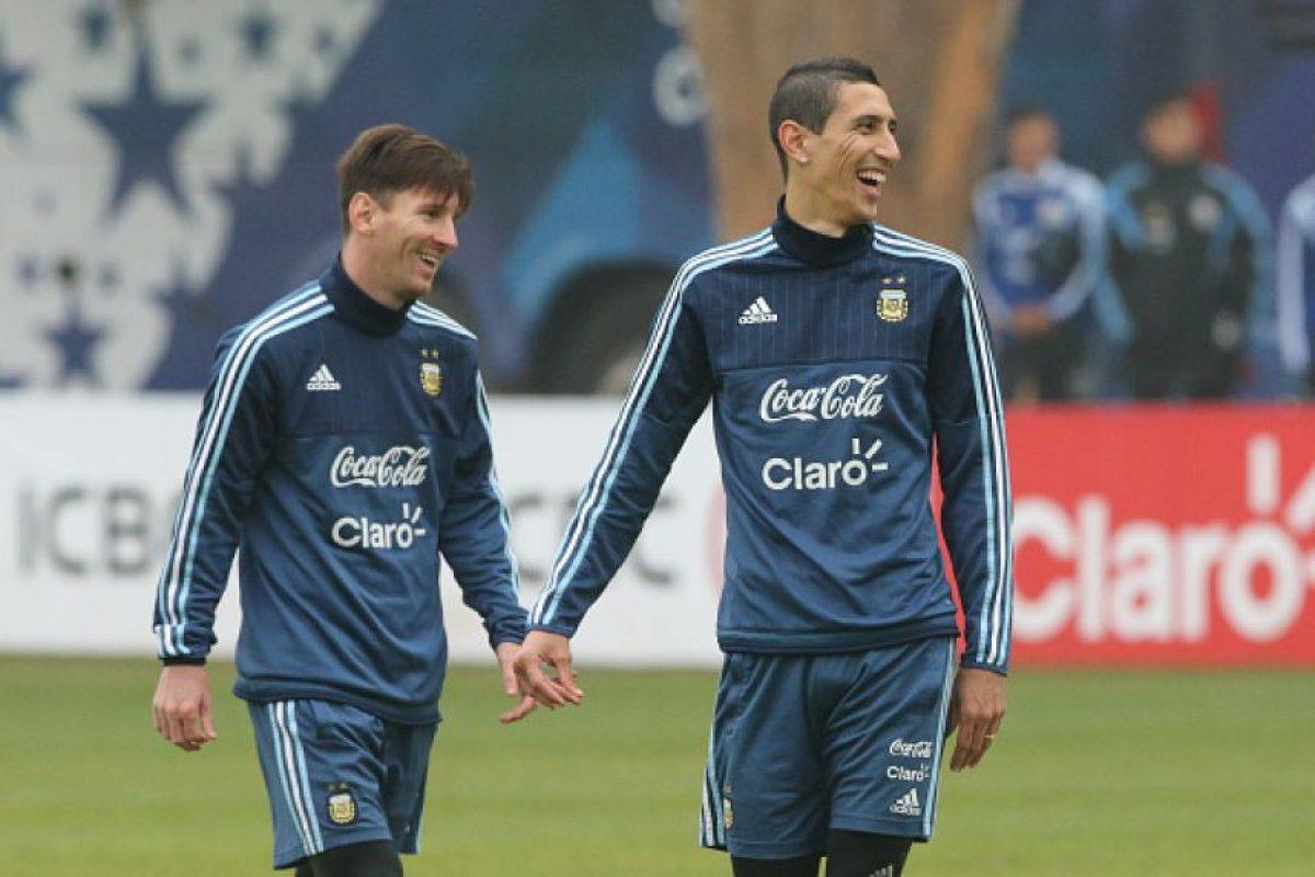 Durante la Copa América salió a la luz un video en el que Messi, junto con Ángel di María parecían reírse de las instrucciones del entrenador argentino. Foto:Getty Images