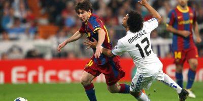 En abril de 2011, Lionel Messi no llegó a un balón durante el Clásico, y en lugar de recogerlo, lo pateó hacia las gradas golpeando a algunos aficionados. Foto:Getty Images