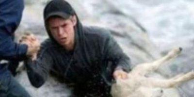 Un hombre rescató a un animal de ser ahogado. Foto:vía Tumblr