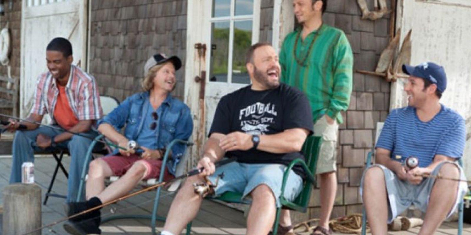 Básicamente, hombres que no maduran, chistes flojos y cero conexión con el público. Foto:vía Happy Madison