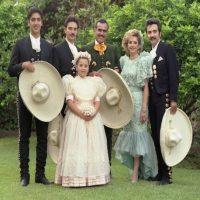Alejandro Fernández unto a su familia Foto:Twitter/_VicenteFdez