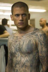 """Según lo indicó el tatuador profesional Tom Berg, el tatuaje de """"Michael"""" tomaría cuatro años para su creación y costaría entre mil 500 dólares y dos mil dólares. Foto:IMDB"""