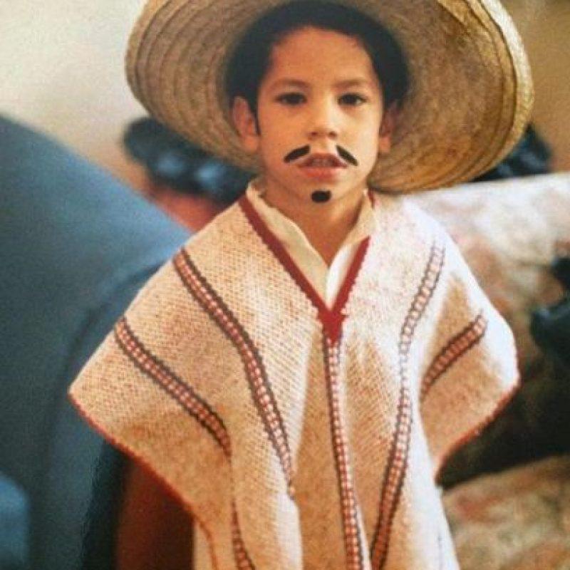 Christian Chávez con su vestuario para un baile escolar. Foto:vía instagram.com/christianchavezreal