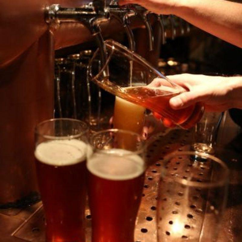 El vaso del cual tomamos afecta el sabor de la cerveza Foto:Getty Images