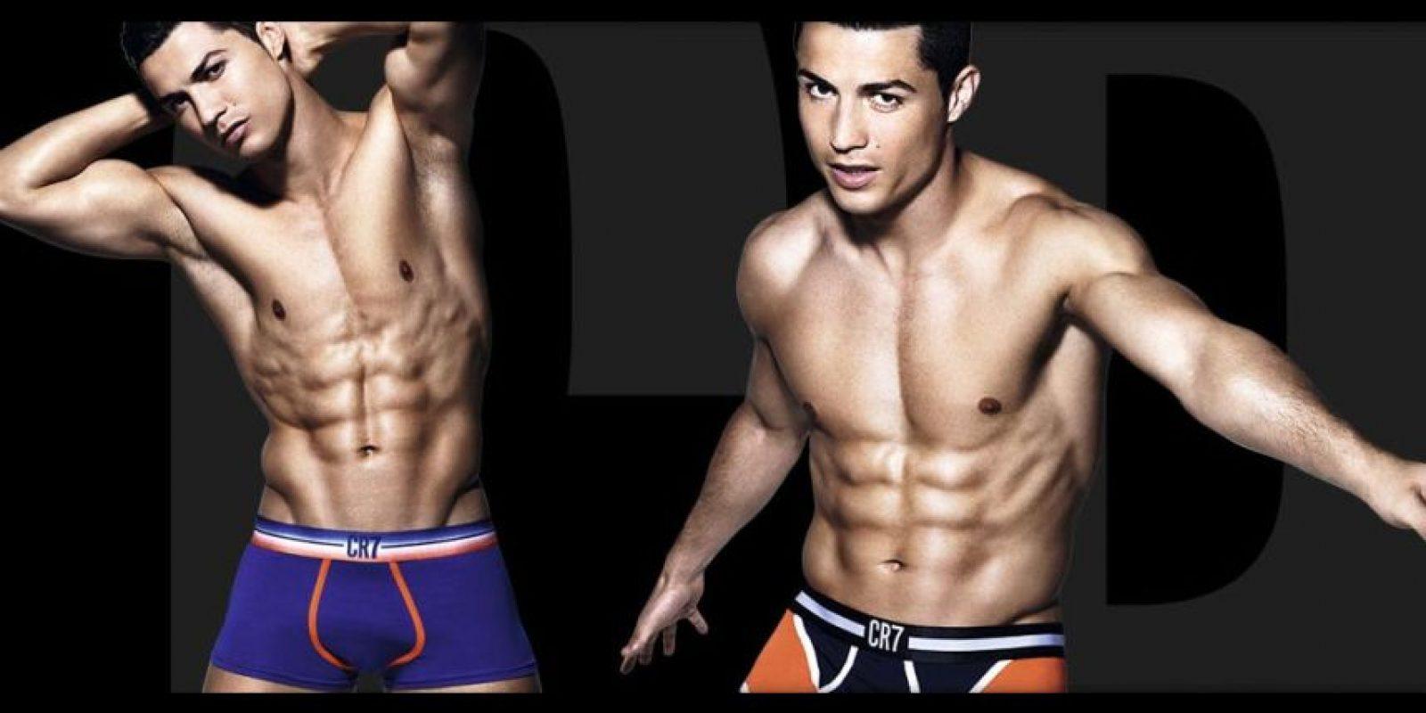 También vende otras prendas, como camisas de 79.95 euros (86 dólares), calcetines de 11.95 euros (13 euros) y leggins para hombre de 39.95 euros (43.44 dólares). Foto:cr7underwear.com