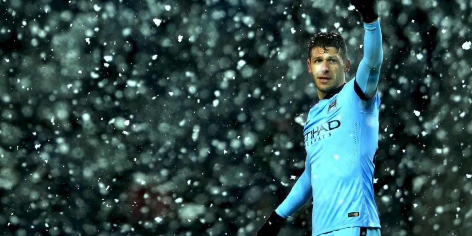 Apenas disputó 14 juegos de la Premier League la campaña anterior como titular, pero si convence a Pellegrini esta campaña podría tener más minutos. Foto:Getty Images