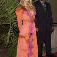 """El look de """"pimp"""" solo le queda bien a Snoop Dogg y ella lo sabe. Foto:vía Getty Images"""