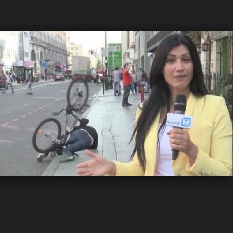 El que más llamó la atención fue el ciclista tirado en el piso. Foto:Vía Youtube