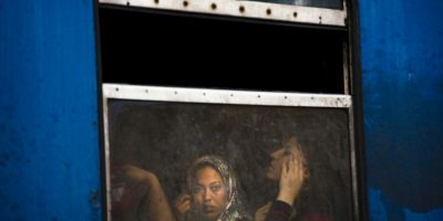 Migrantes en la frontera entre Macedonia y Grecia. Foto:AFP