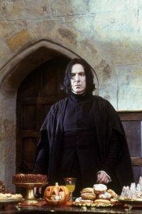 """""""Snape"""" representa al segundo hermano, ya que """"revive"""" a """"Lily Potter"""" (madre de """"Harry"""") recordándola con el """"patronus"""" (un hechizo). Foto:IMDb"""