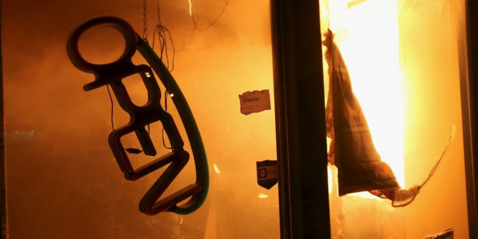 5. Prohibido comer en un restaurante si se está quemando. Foto:Getty Images