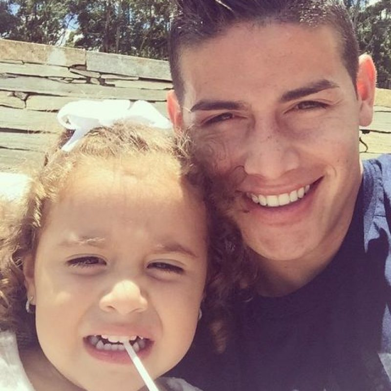 Con su hija. Foto:instagram.com/jamesrodriguez10
