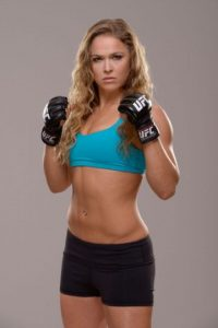 De 28 años, Ronda Rousey es considerada hoy la mejor peleadora de artes marciales mixtas libra por libra. Foto:Getty Images