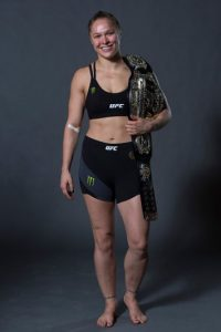 Ronda Rousey y Floyd Mayweather, dos de los peleadores más importantes en la actualidad, están envueltos en una guerra de declaraciones. Foto:Getty Images