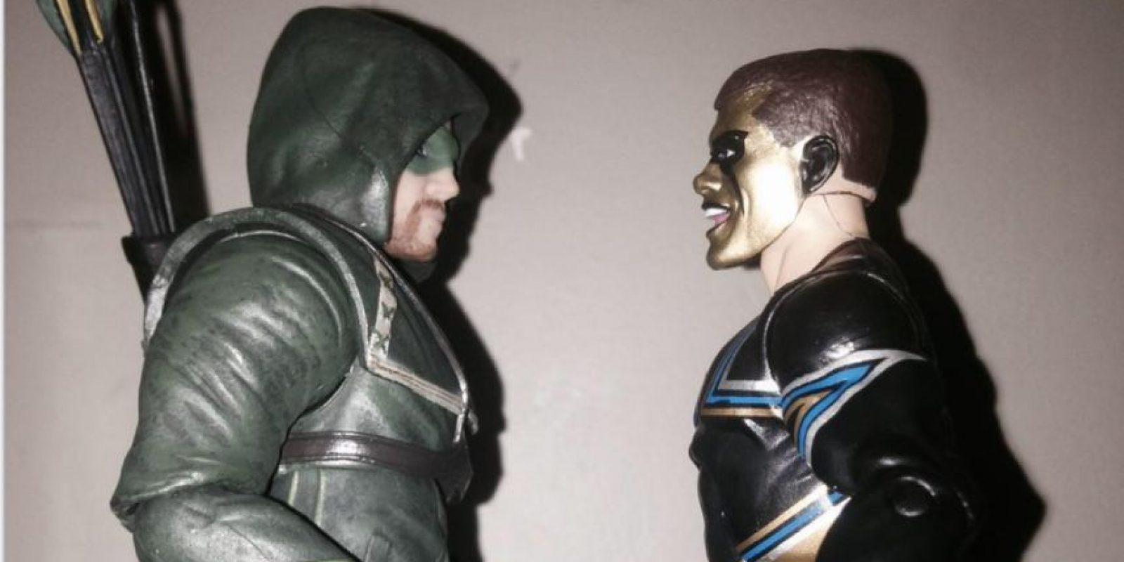 Luego de ataques verbales del actor Stephen Amell y el luchador Stardust se pactó una pelea para SummerSlam Foto:Vía twitter.com/amellywood