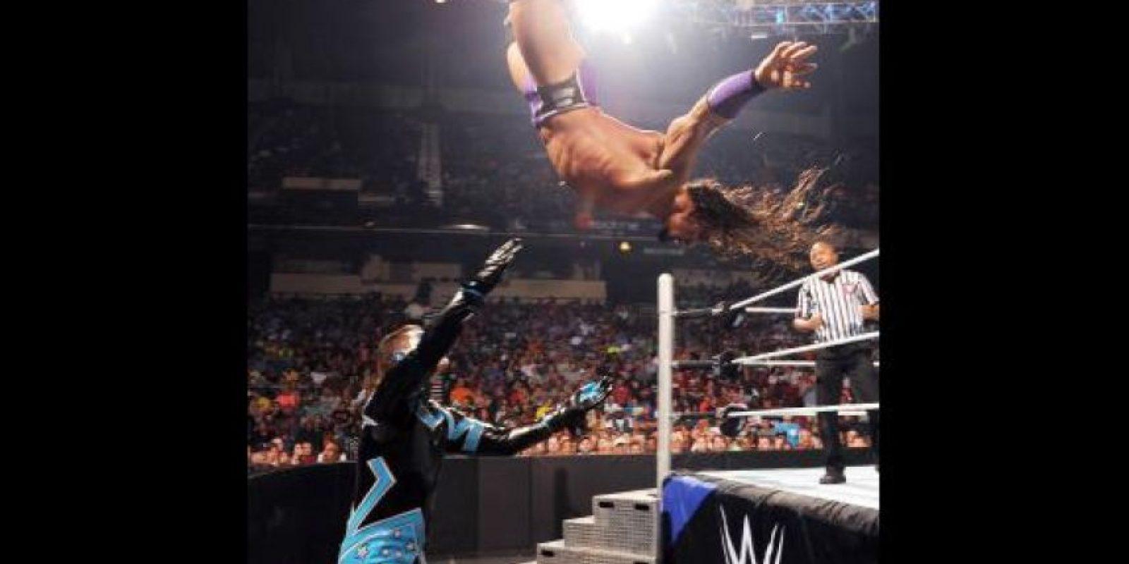 En la pelea entre Stardust y Neville Foto:Vía twitter.com/wwe