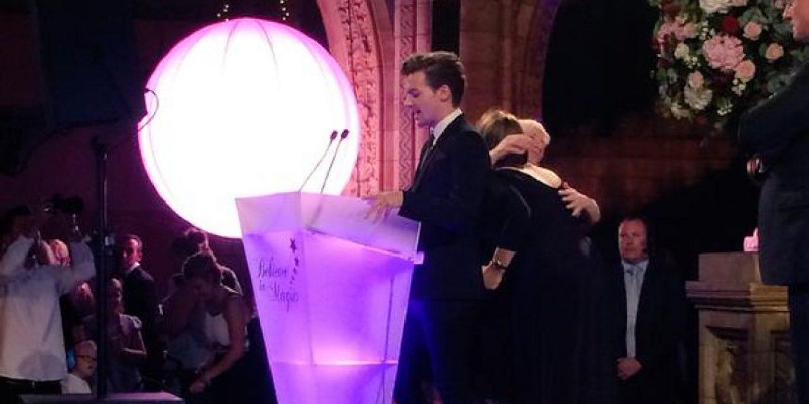 Louis Tomlinson fue el anfitrión de un baile benéfico para niños con enfermedades terminales. Foto:vía twitter.com/believeinmagicx
